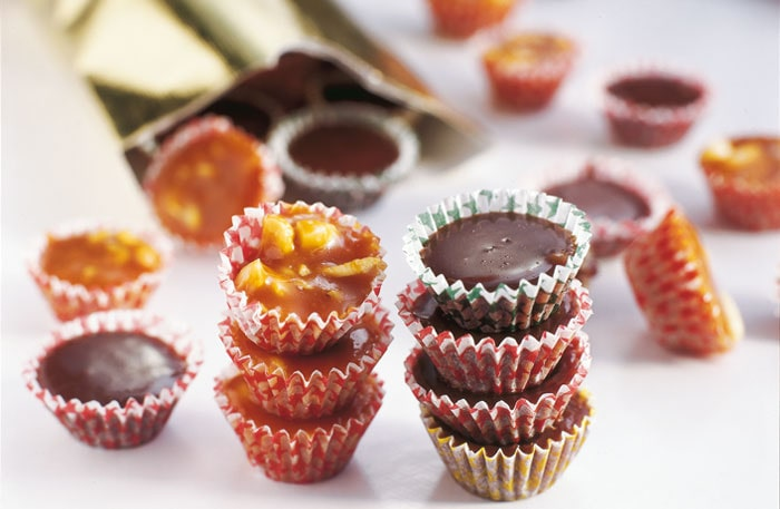 Testa med rostade mandlar och valnötter i knäcken.