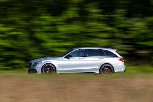 """Mercedes följer nu """"i Volvos hjulspår"""" när de slopar stora motorer för små och elektrifierade enheter."""