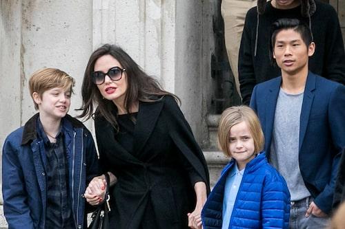 Angelina är i dag ensamstående med barnen sedan skilsmässan från Brad Pitt.