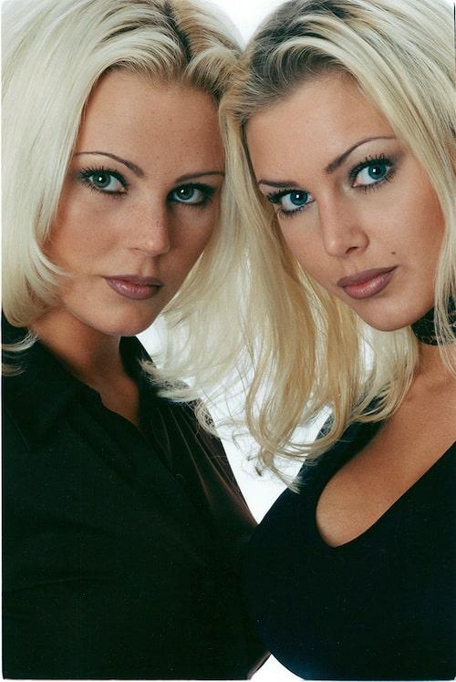 1998 slår Magdalena igenom tillsammans med lillasyster Hannah.