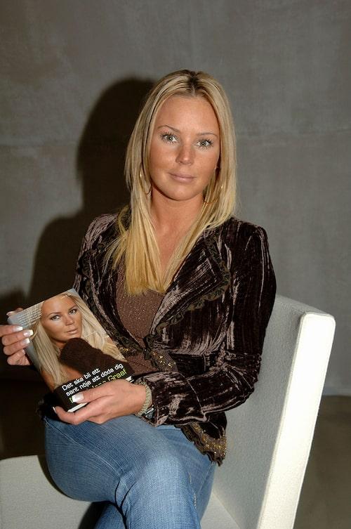 """Magdalena Graaf lanserar sin bok """"Det ska bli mig ett sant nöje att döda dig"""", 2006-04-03"""