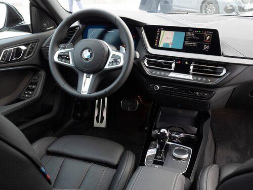Vid lansering finns bara Apple CarPlay att tillgå, Android Auto kommer i juni.