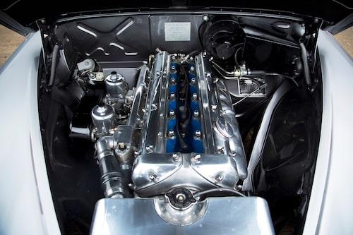 4,3 liter av ren och skär njutning, motorn går silkeslent och är klockren i mellanregistret.