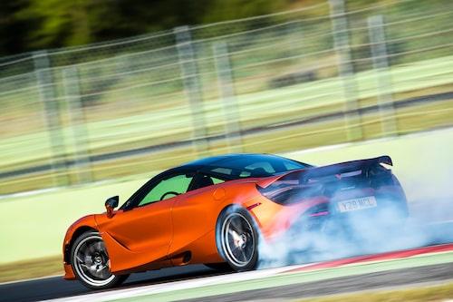 Variable Drift Control innebär att du kan finjustera hur mycket sladdvinkel som ska tillåtas innan bilen griper in och rätar upp.