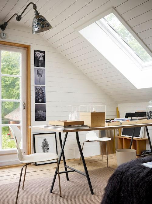 Modellerna är för en kommande balett. Kvadrater, rektanglar och kuber går igen i alla Kenneth Kvarnströms uppsättningar.