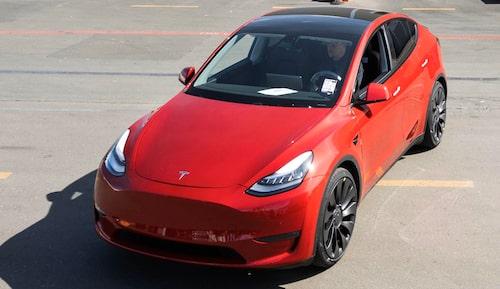 Den miljonte Teslan blev en röd model Y.