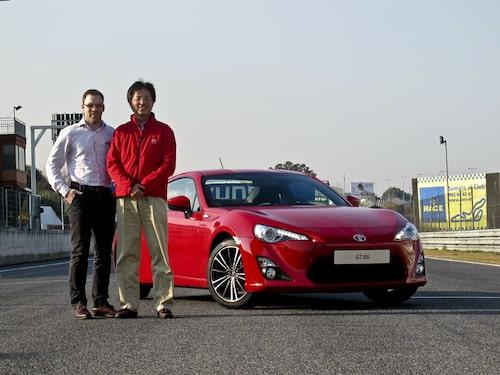 Linus möter Tetsuya Tada – en man med stort sportvagnshjärta.  En intervju med honom hittar du i samband med provkörningsartikeln.