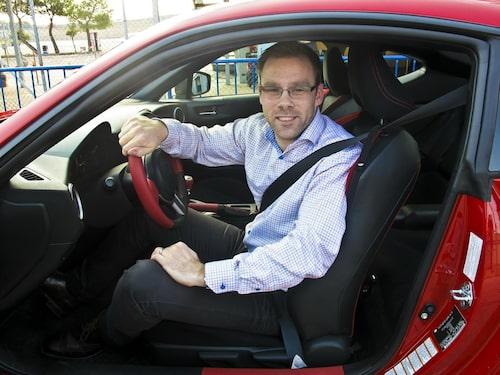Linus Pröjtz är helnöjd med Toyotas sportbil.