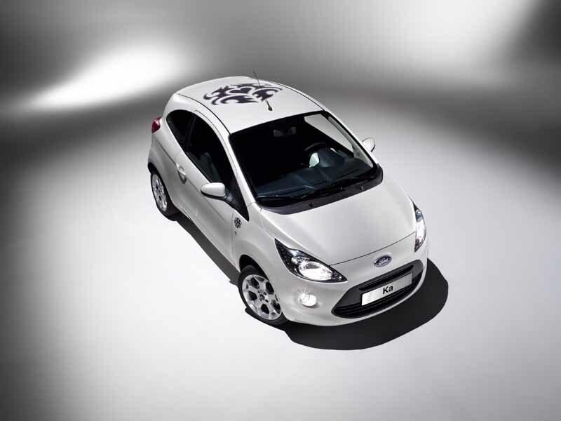Ford erbjuder tre individuella fabriksmonterade designteman. Tattoo har en tatueringslogotyp på taket som också går igen inne i bilen.