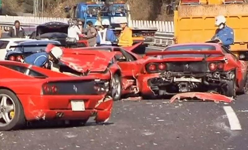 Megakrasch i Japan med åtta Ferrari, en Lamborghini och några till