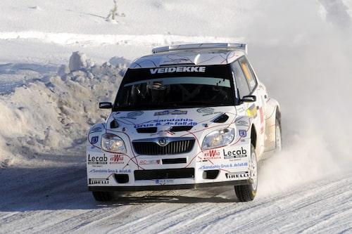 P-G Andersson leder S-WRC-klassen, minuten före Tuohino. Foto: Backmans Foto
