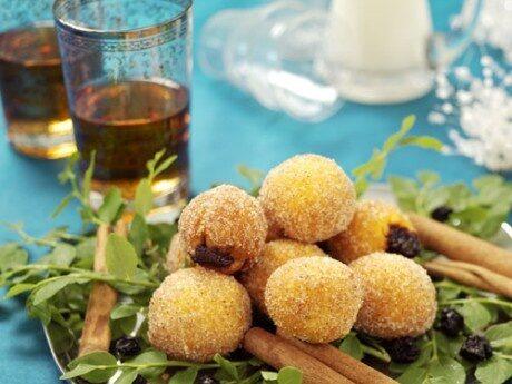 <p>Saffran- och kanelmunkar med russin- och bl&aring;b&auml;rsfyllning.</p>