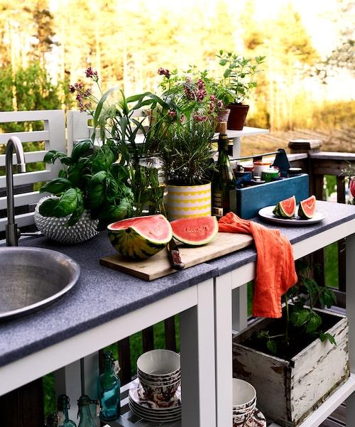 Drömmigaste uteköket hemma hos Ann Söderlund på Gotland.