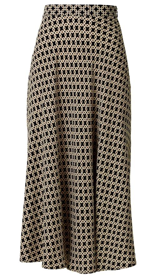Vackert figursydd kjol med fint fall.