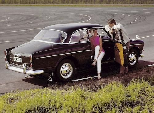 Den vackra bilen med det för Volvo ovanliga namnet är en tidlös klassiker som uppskattas av många än i dag.