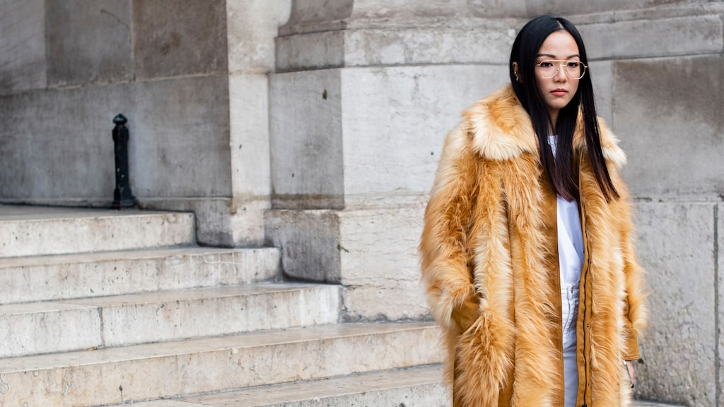 Damernas Världs modechef visar hur du håller värmen i vinterkylan.