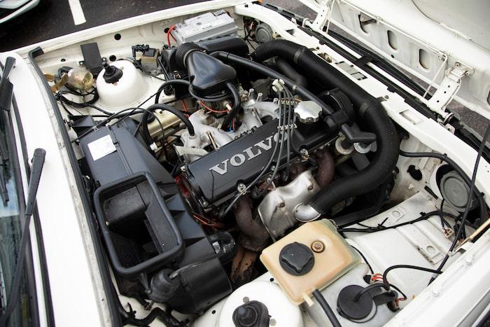 1981 fick serien Volvos B19-motor, senare uppdaterad och vid namn B200.
