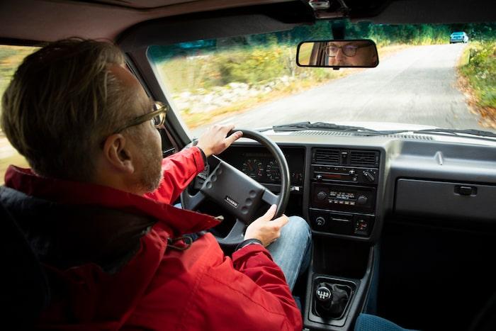 Även invändigt ändrades 300-serien med åren och blev mer Volvolik.