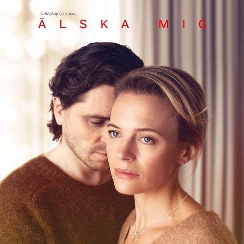 Josephine Bornebusch och Sverrir Gudnason i Viaplay-serien Älska mig.