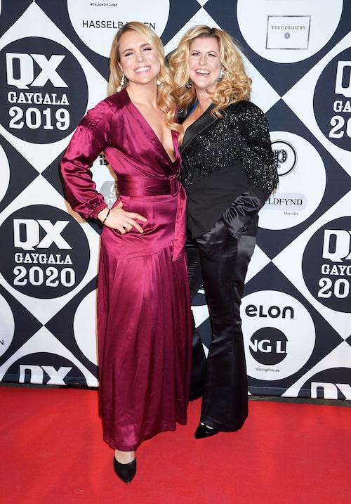 Snygg duo: Anja med frun Filippa Rådin på QX-galans röda matta.
