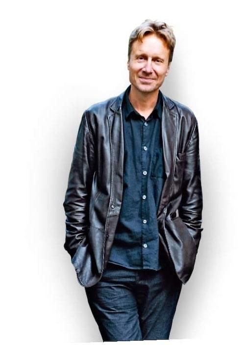Bengt Ohlsson är författare, journalist, regissör och dramatiker. Han är pappa till tre barn och svarar på frågor från dig om allt som får hjärtat att värka.