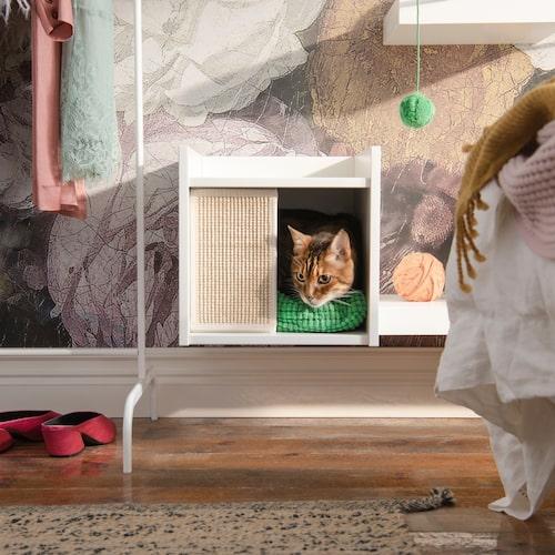 Ett mysigt krypin för katten hittar du bland Ikeas nya kollektion Lurvig.