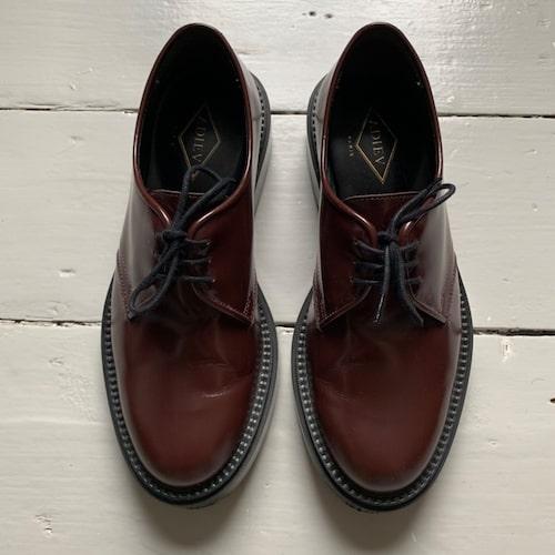 Caroline de Maigret älskar skor från franska Adieu.