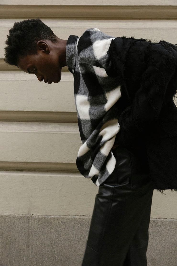 Kavaj av polyester/ull/elastan, 4900 kr, skjorta av akryl/ polyester/ull, 1800 kr, båda Hope. Skinnbyxor, 5100 kr, Zendaya x Tommy Hilfiger.