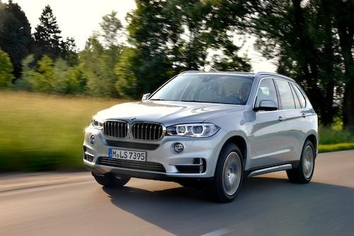 Passerar som vilken BMW X5 som helst, men denna kan du köra på el, om än inte så länge.