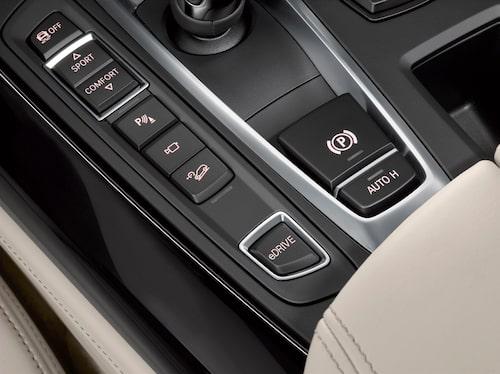 Med ett enkelt knapptryck förvandlar du X5 till elbil. Bra om du ska köra i stadstrafik.
