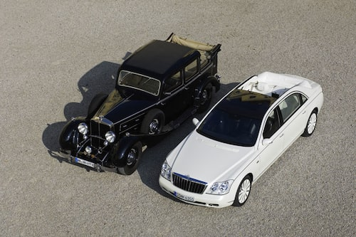 Klassisk Landaulet vid sidan om Maybach 62 S Landaulet.