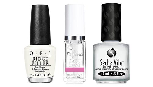 Baslack, överlack och topplack är ett måste om du vill att nagellacket ska hålla länge.