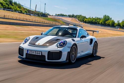 GT2 RS har större luftintag i stötfångaren än GT3 RS, det blir varmt med turbo!