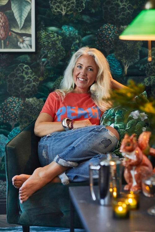 """Marie Wärmes bästa julttips: Mys i bekväma """"hemmakläder"""" i soffan så länge det bara går! Big leaf kuddfodral, 99kr, Jotex."""