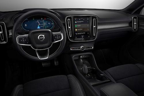 Volvo XC40 Recharge saknar startknapp. Inte heller sätter man en nyckel i ett tändningslås. Bilen startar nämligen av sig själv när man sätter sig i den.