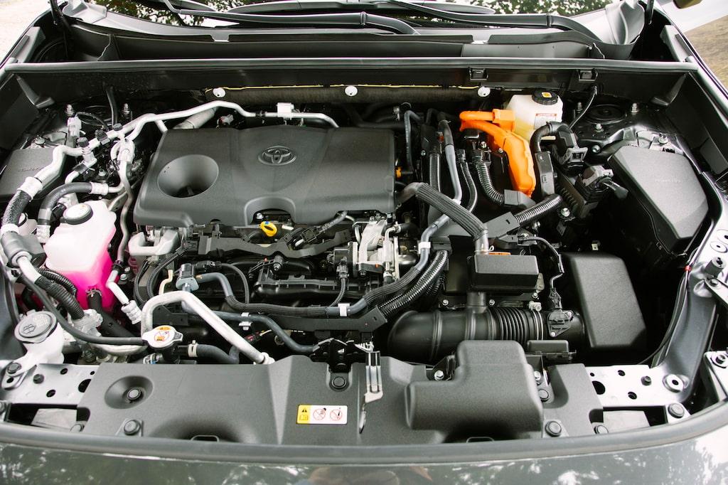 Förbränningsmotorn på 2,5 liter drivs enligt Atkinson-principen. Passar bra i ett hybridsystem.