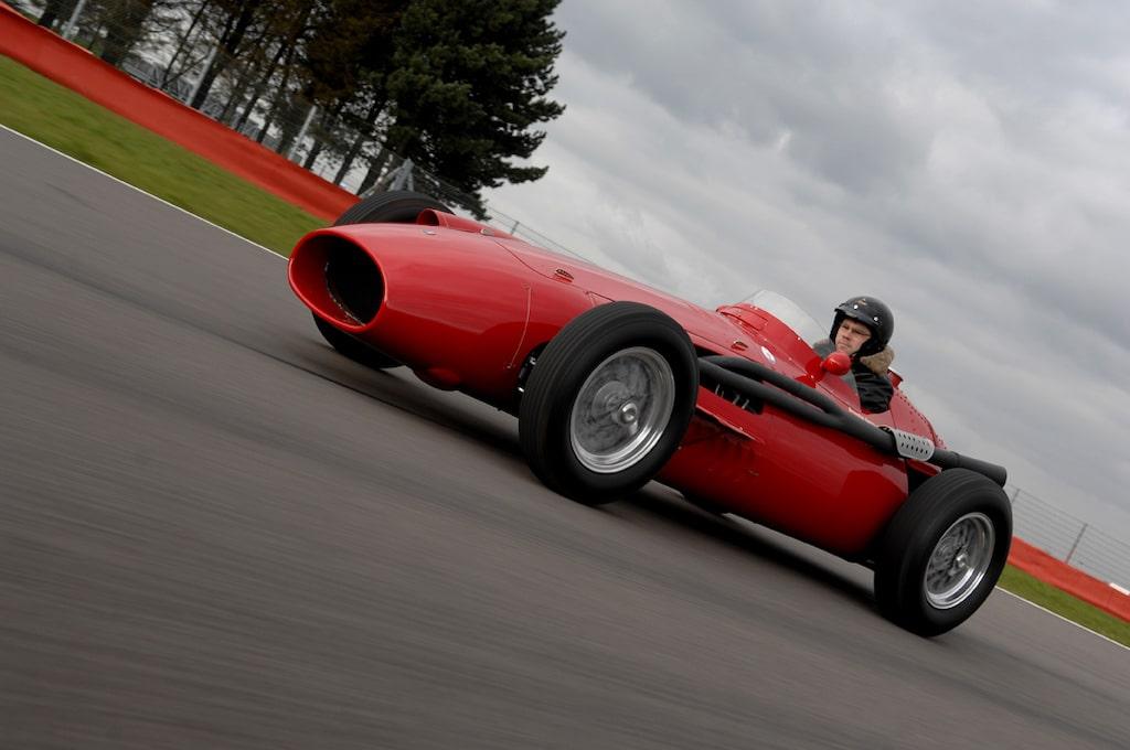 Maserati 250F som Carroll Shelby tävlade med i Formel 1 1958 för teamet Scuderia Centro Sud. Bilen på bilden som Linus Pröjtz kör är dock inte samma exemplar som Carrolls.