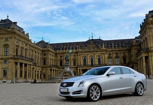 """""""En bil som inte syns i varje gathörn"""" är vad Cadillac erbjuder sina europeiska kunder. Och den är ju riktigt snygg!"""