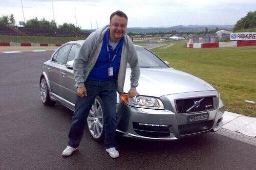 Hans Hedberg framför en styck het Volvo, ståendes på en styck GP-slinga, Nürburgrings.