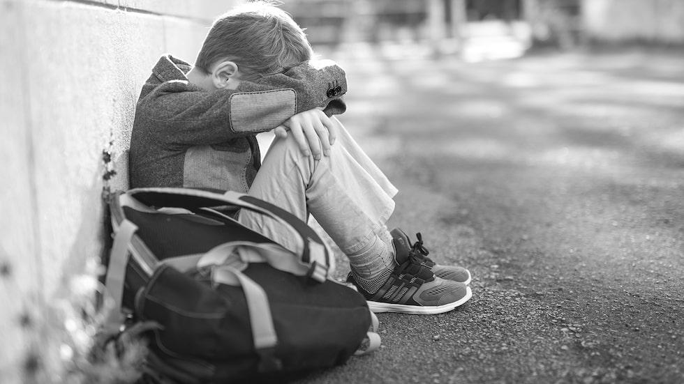 """När ett barn säger att det vill ta livet av sig betyder det egentligen inte att barnet inte vill leva. Det är ett sätt att säga till oss runt omkring att """"Jag mår fruktansvärt dåligt. Jag är ledsen, arg och rädd. Ni måste hjälpa mig!"""", säger barnpsykolog Malin Bergström."""