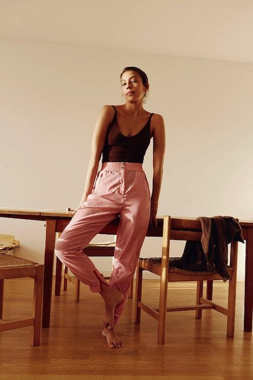"""""""Topp från H&M, byxor från Vero Moda och en stickad tröja som är vintage."""""""