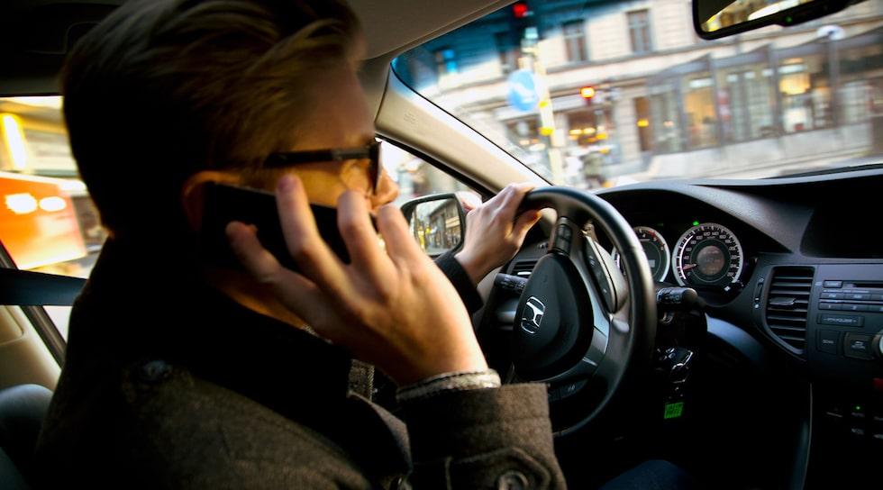 Mobiltelefonprat i bil