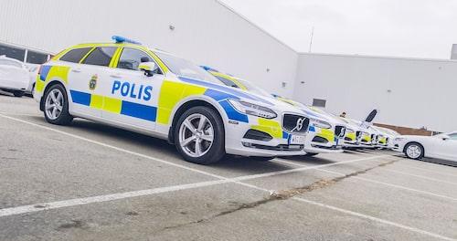 De första V90 polisbilarna i väntan på leverans. ISverige kommer dock merparten vara Cross Country.