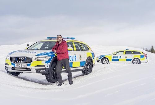 Polisbil på två hjul, men utan däckstjut. Vi provar världens första Cross Country-polisbil!