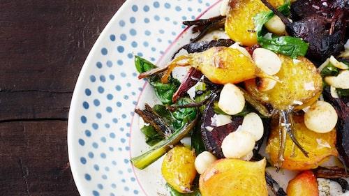 Recept på rostade betor med macadamia, lönnsirap och clementin.
