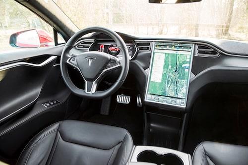 Den enorma infotainmentskärmen har blivit synonymt med Tesla.