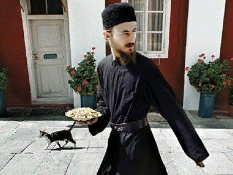 <p>H&auml;r &auml;r en v&auml;ldigt frisk man som bor p&aring; &ouml;n Athos. </p>