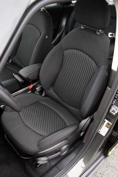 Skålade framstolar i Mini Countryman S ger bra stöd vid så kallad inspirerad körning.