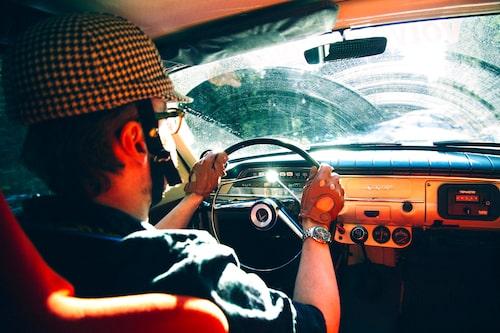 Körställningen är sned, ratten är förskjuten åt mitten men detta glöms snabbt bort när sekunder ska köras i kapp! B18-motorn ljuder kraftfullt i kupén.
