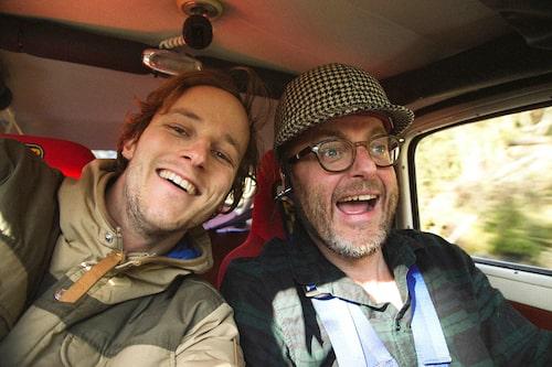 Nej, det här inte nya Sällskapsresan-filmen utan fotograf Glenn som tar en wefie tillsammans med rally-Hedberg.